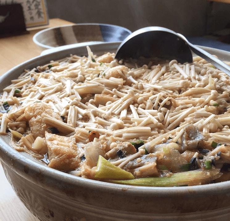 モツ入味噌鍋焼きうどん